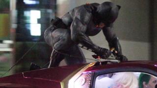 Batman assalta la macchina del Joker in nuove immagini di Suicide Squad