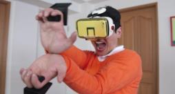 Ragazzo prova a lanciare un'onda energetica grazie al nuovo VR dedicato a Dragon Ball Z