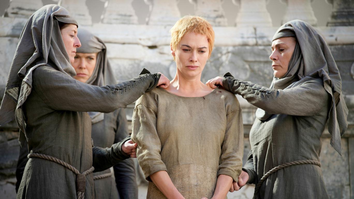 Cersei Lannister mentre viene liberata nella quinta stagione della serie TV