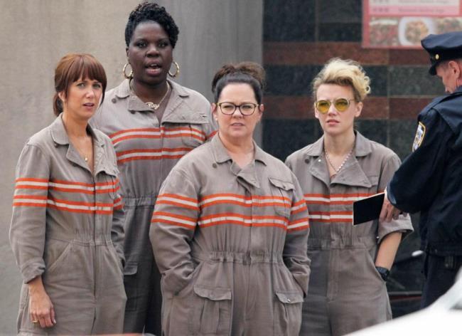 Le Ghostbusters in divisa in una foto del team