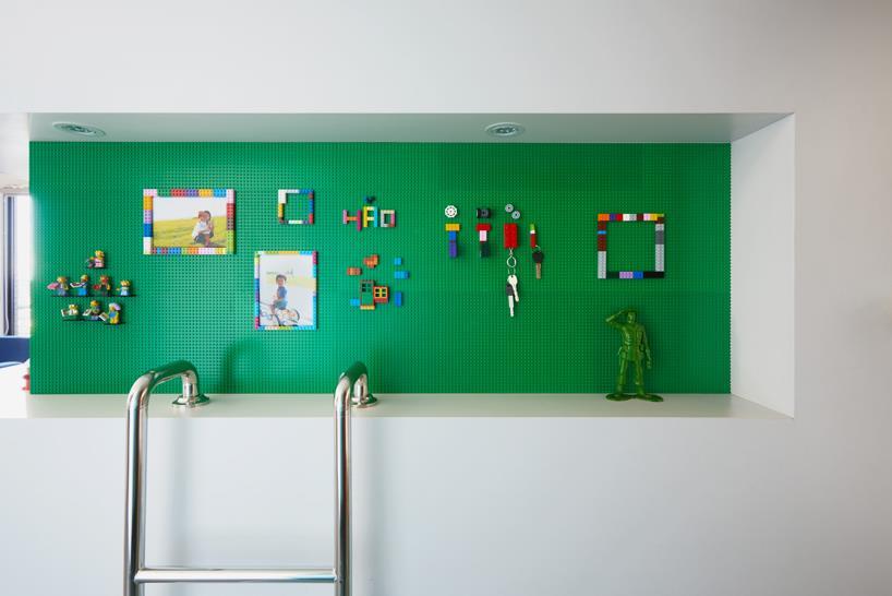 Questa parete è costruita come una base per le costruzioni LEGO.