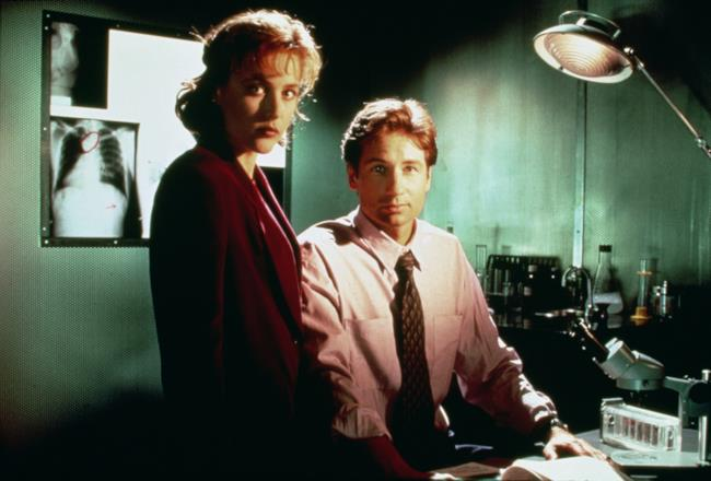 Mulder e Scully in una scena di X-Files