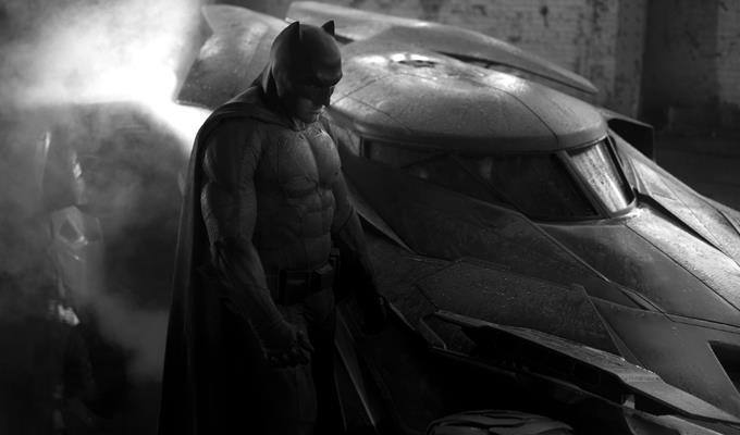 Ben Affleck con la nuova Batmobile