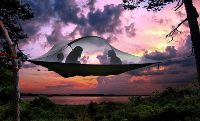 """Immagine della tenda che si """"appende"""" agli alberi"""