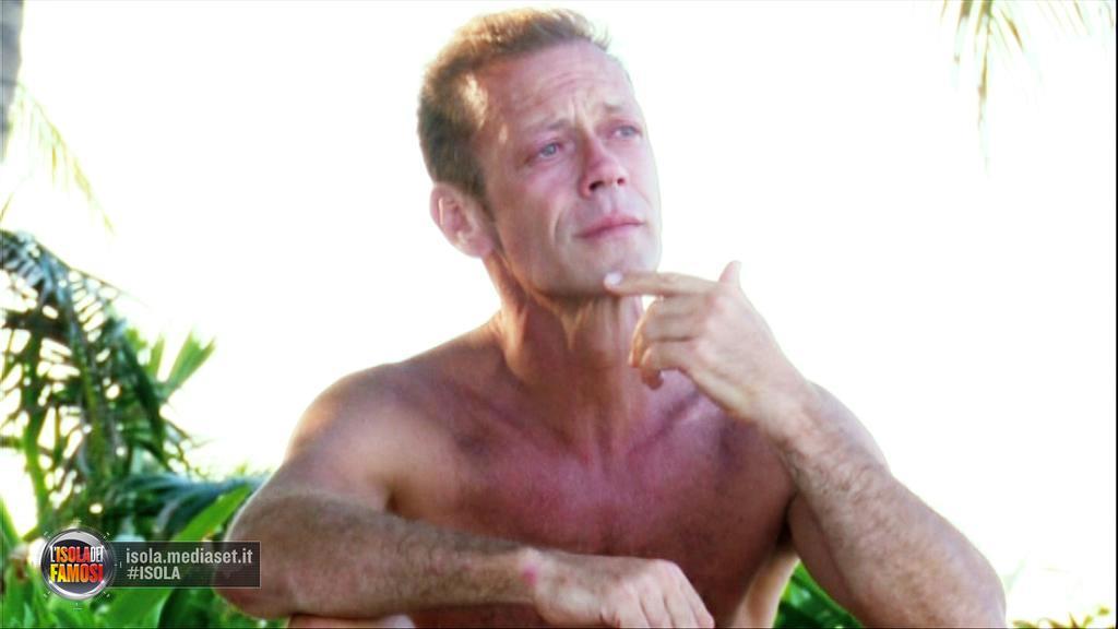 Rocco Siffredi in lacrime all'Isola dei Famosi