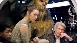 Star Wars 7, l'aspetto di Luke Skywalker e nuovi personaggi in immagini rubate