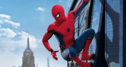 Spidey si aggrappa a un grattacielo in un'immagine dal film