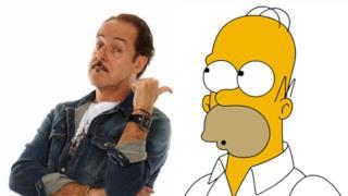 Homer Simpson accanto a Massimo Lopez
