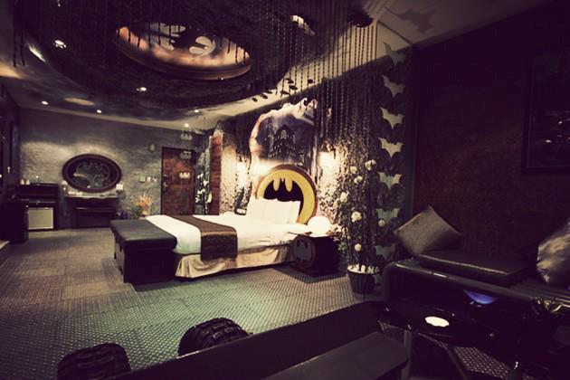 La stanza a tema Batman dell'Eden Hotel