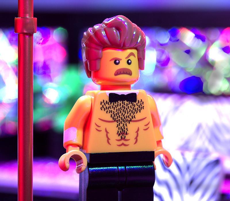 Uno dei personaggi inclusi nel set Lego strip club