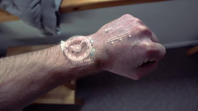 Smartwatch con proiezione delle interfacce sulle mani