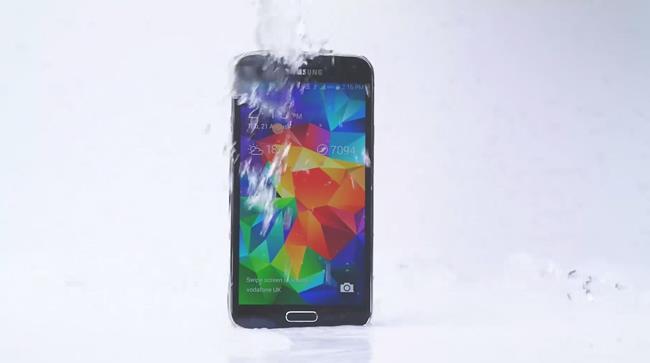 Galaxy S5 partecipa all'Ice Bucket Challenge