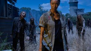 Sasha e zombie in The Walking Dead