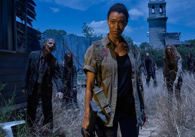 Sasha e zombie in The Walking Dead