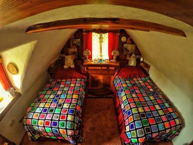 Una camera da due posti letto nella casa dello Hobbit