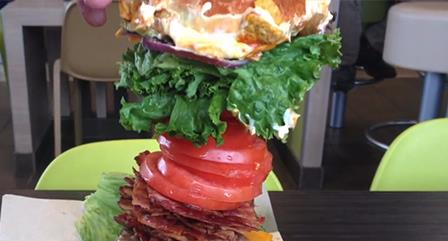 l'hamburger più grande che si può avere da McDonald's