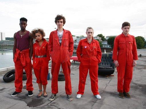 Una foto promo del cast originale del telefilm
