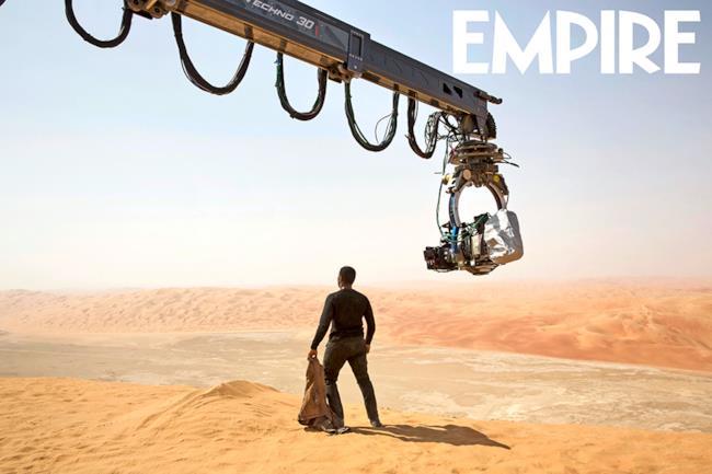 Jon Boyega sul set si Star Wars 7, dove Finn esplorerà il pianeta Jakku