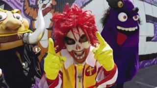 I Mac Sabbath in una scena del loro video Pair-a-Buns