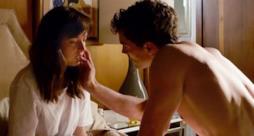 Anastasia Steele e Christian Grey in una scena di Cinquanta Sfumature di Grigio