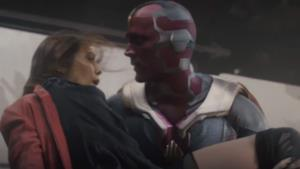 Scarlet Witch e Visione in una scena dal film