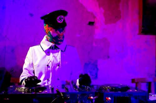 Ladyzunga in azione come DJ