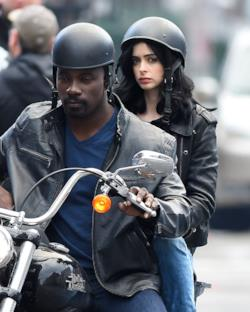 Luke Cage e Jessica Jones sul set di AKA Jessica Jones