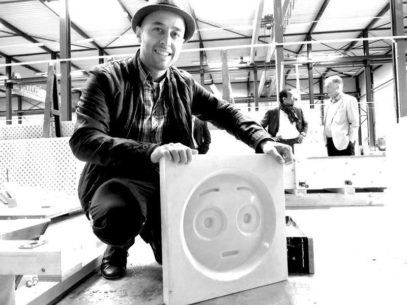 L'architetto olandese Tehrani con i calchi delle emoji