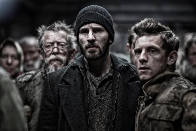Chis Evans, Jamie Bell e John Hurt in Snowpiercer