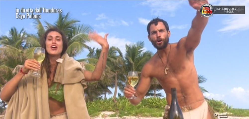 A Playa Desnuda, Cecilia a Brice diventano alcolizzati