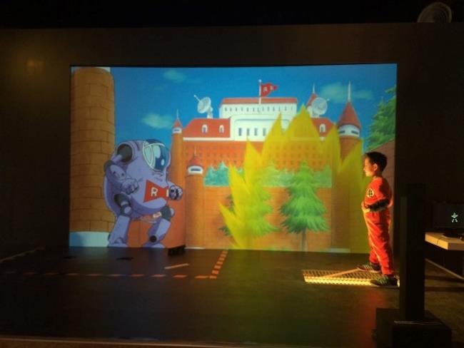 Scagliare un'onda energetica alla Dragon Ball Science Exposition