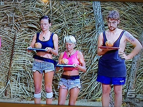 La prova del cocco con Scanue e le Donatella