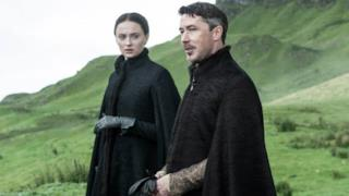 Sansa e Ditocorto in Game of Thrones Stagione 5