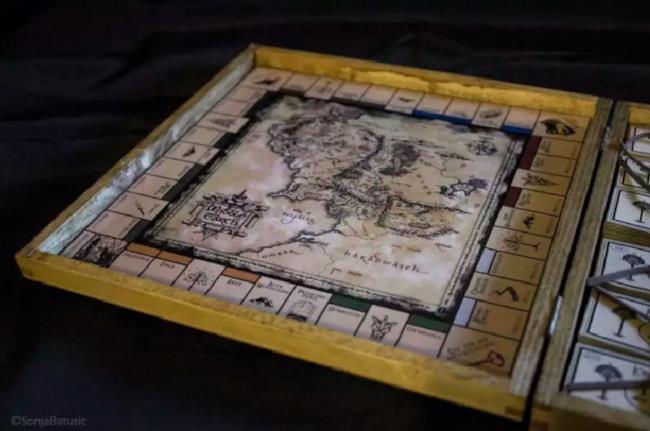 Il tabellone del Monopoly del Signore degli Anelli di Sonja Batušić