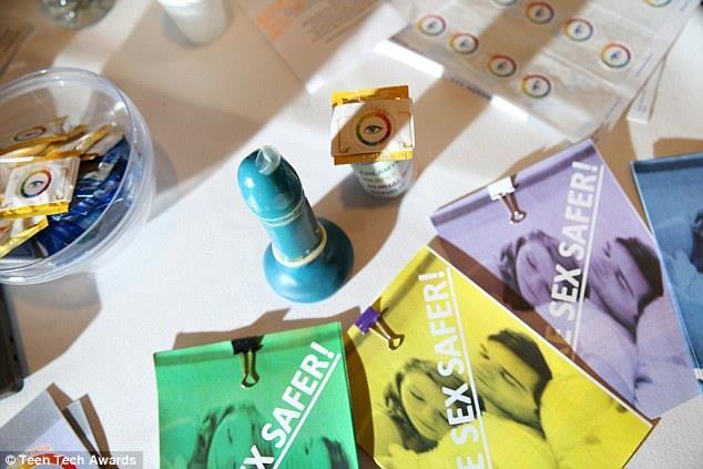Questi preservativi cambiano colore se incontrano le malattie veneree