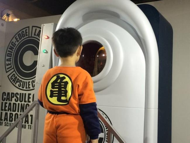 I laboratori della Dragon Ball Science Exposition con C18