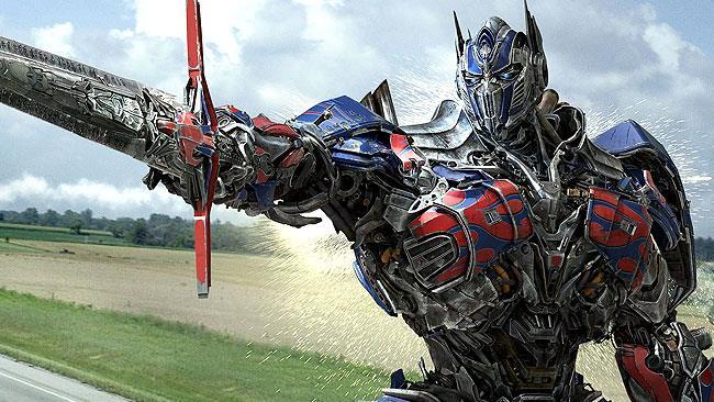 Optimus Prime guida la carica degli autobot al cinema