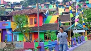 Uno scorcio del villaggio indonesiano Kampung Pelangi