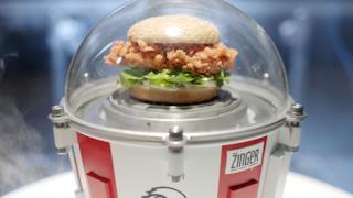 Il sandwich di pollo KFC pronto a essere sparato nello spazio
