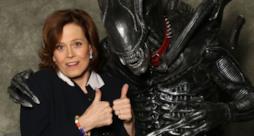 Sigourney Weaver con un cosplayer