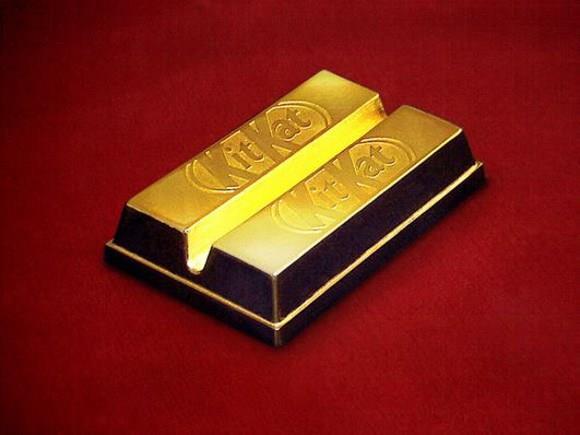 Kit Kat avvolto in una foglia d'oro