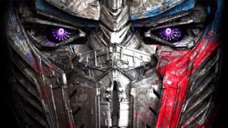 Primo piano della faccia di Optimus Prime