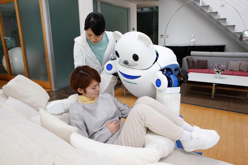 Il robot ROBEAR in azione