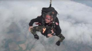 Lancio con il paracadute di Giuseppe De Grada