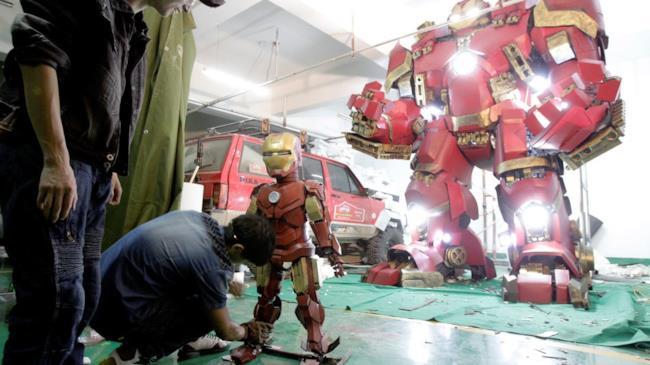 Gli incredibili modellini di Iron Man e dell'Hulkbuster