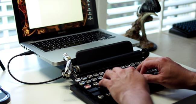 Macchina da scrivere USB con MacBook