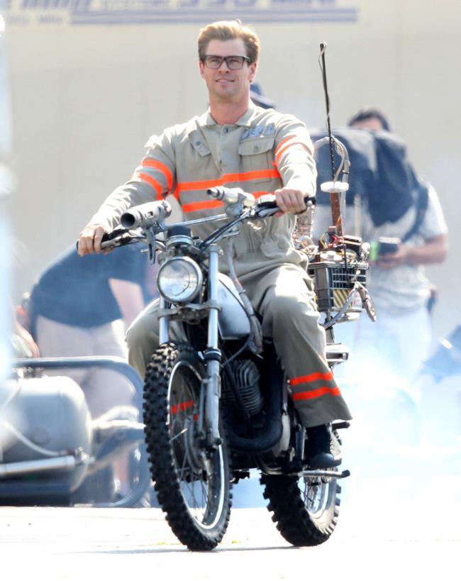 Prima foto di Chris Hemsworth nel reboot di Ghostbusters