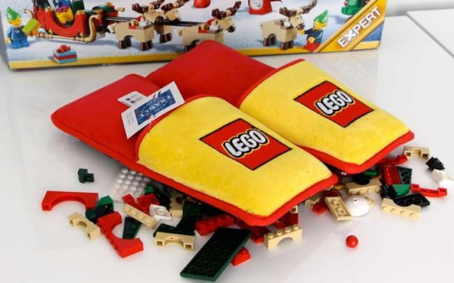 Le pantofole dei mattoncini LEGO