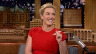 Un primo piano dell'attrice Kate Winslet al Jimmy Kimmel Show