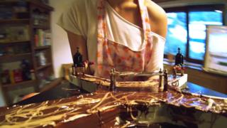 Preparazione del primo drone di cioccolato